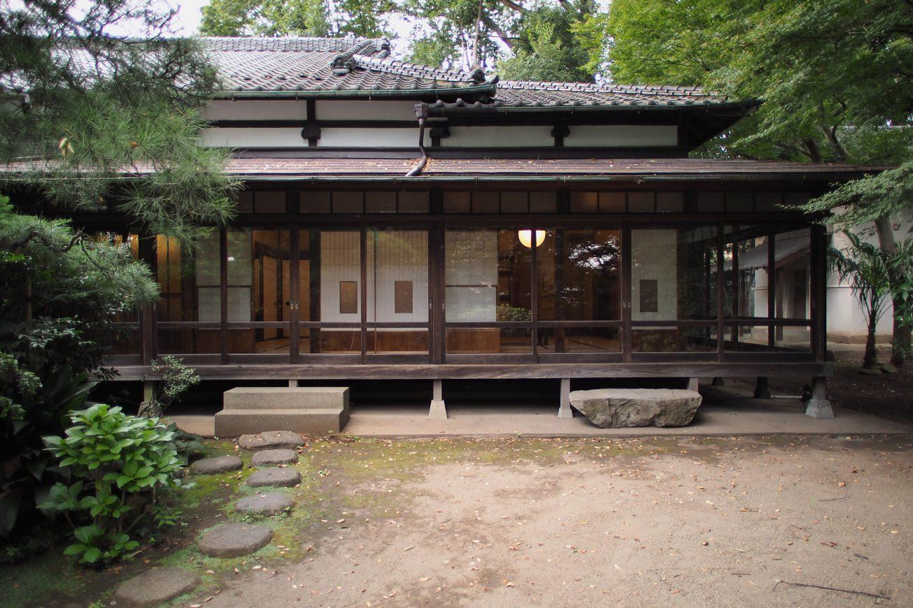 縁側の奥は障子を挟んで広々とした和室があります。庭園も広々としているので様々な撮影シーンに対応可能です。
