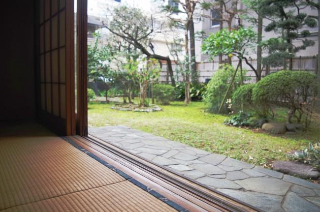 和室からは庭園が眺められます